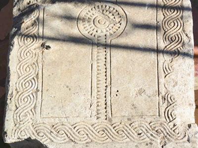Древние надгробные плиты в с.Воскресенском